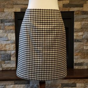 White and plaid wool skirt